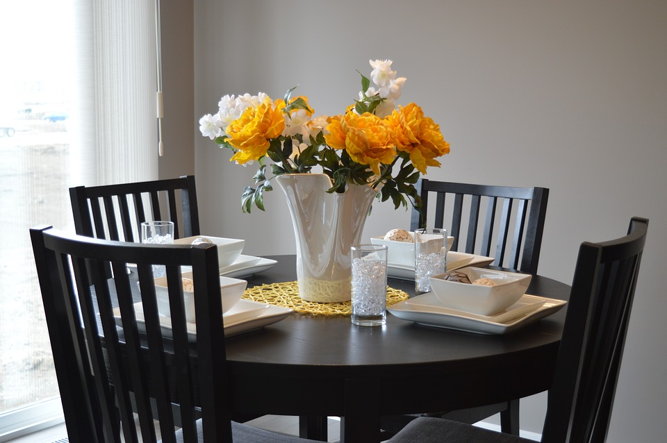 dining-table-1348717_960_720